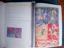 """double page du cahier « Travaux pratique N° 2 » avec notes manuscrites, photocopie de """"La Danse"""" de Matisse et photocopie d'un parchemin tiré des Béatitudes, œuvre du XIIème siècle"""