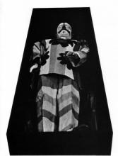 Le cercueil et la dépouille du double de Pinoncelli, bois et matériaux divers, 1967