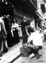 Ben devant son magasin avec entre autres Serge III et Marcel Alocco