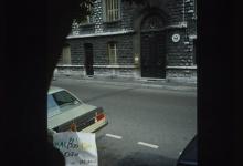 Devant l'ambassade américaine, avenue du Maréchal Joffre