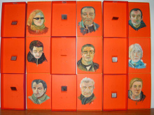 divers portraits au fonds des boîtes