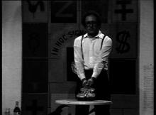 Jean Mas exécutant cet event lors du concert Fluxus de 1988 pour les Manca (videogramme)