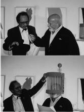 Jean Mas décernant l'Ordre de la Cage à Mouche à Pierre Pinoncelli