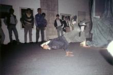 les jeunes danseurs invités par l'artiste