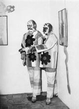 Pinoncelli et son double dans la galerie de La Salle