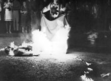 Mannequin mis à feu sur la place Godeau, Vence.
