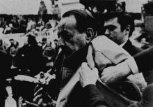 Photographie d'André Malraux après l'action de Pinoncelli