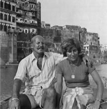 Route du retour: Pierre Pinoncelli et sa femme sur le Gange... les palais de Bénarès