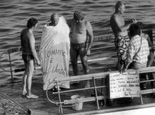 Pierre Pinoncelli avant le saut avec les plongeurs