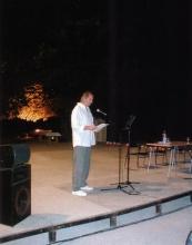 """Bernar Venet lisant le texte """"A Gondolkodók"""" de József Attila à l'Espace de l'Art Concret"""